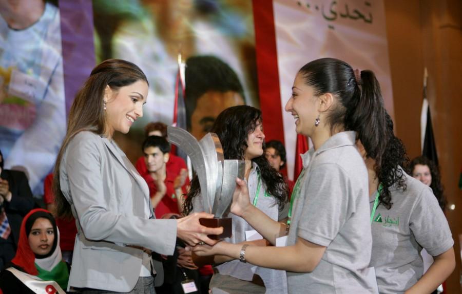 Queen Rania recognize winners of INJAZ
